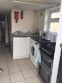2 BEDROOM FLAT - self contained £650 per month