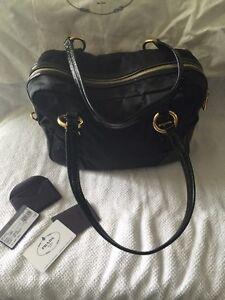 Authentic black Prada purse West Island Greater Montréal image 4