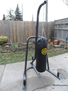 Heavy Bag 70 lb W/ Stand