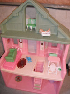 Dollhouse Step 2 for toddlers