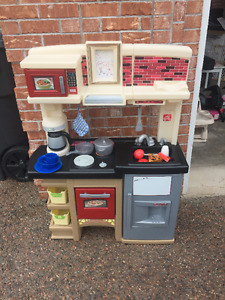 Step 2 Play Kitchen - With accessories & Sound