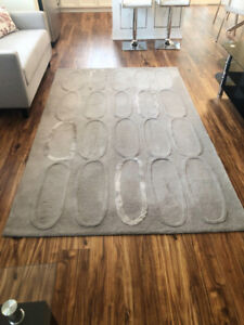 Beautiful wool gray rug for sale, excellent condition!