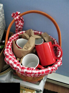 sturdy wood basket with foldable handle and 4 large red mugs