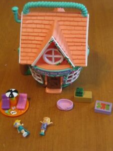 VINTAGE POLLY POCKET LOUNGE CHAIRS FIGURES AND OTHER PLAYSET