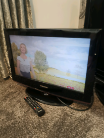 """Samsung 22"""" lcd tv free view hdmi pc scart ect"""