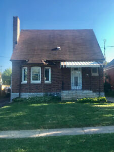 HOUSE FOR RENT: 2+ bedroom, 1 Bath located in Niagara Falls