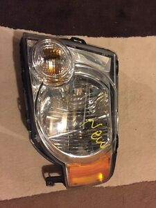 2008-2012 Ford escape driver side  headlight assembly with bulbs Oakville / Halton Region Toronto (GTA) image 1