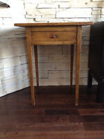 Petite table en Pin ** Antique ** Pine Table