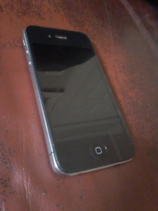 Telus/bell Iphone 4s 28gb /will trade for andriod device