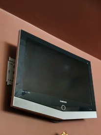 32 inch Samsung Flat Screen With Free Wall Mount included