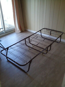 Roll away bed for sale!!