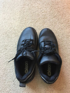 Olson Curling Shoes size 8.5 (1 season old), with rubber outsole