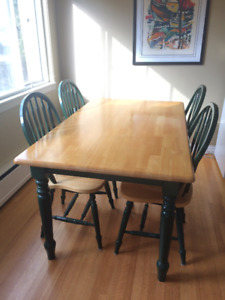 Beautiful Solid Wood Dining Table & Chairs (Maple)