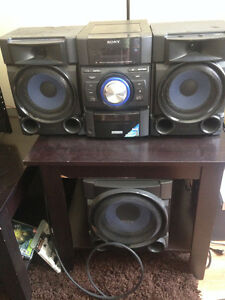 Sony MHCEC909iP Mini Hi-Fi Shelf System $90 OBO, need it gone!