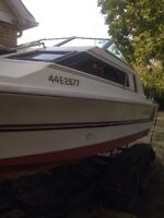 BEAUTIFUL 19' BOAT 4 SALE WITH CUDDY CABIN, SINK, TOILET!