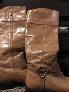 Mk boots size 8