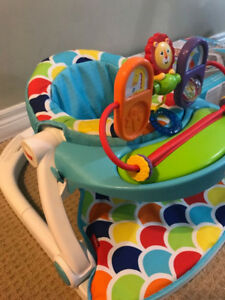 Fisher-Price Sit-Me-Up Floor Seat with Toy Tray for infants