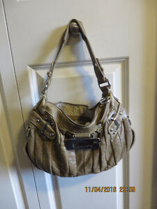 guess purses brown  color in excellent condition $ 25