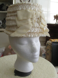 VINTAGE ['50's] LADIES WHITE STRAW PILL BOX BONNET with BOW