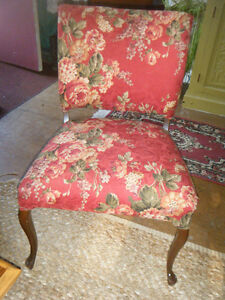 RED FLORAL CHAIR Kawartha Lakes Peterborough Area image 1