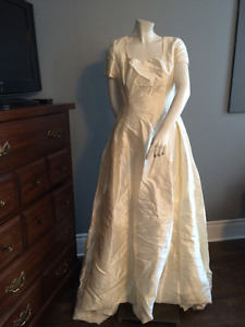Ivory Short Sleeve PRONOVIAS Gown Size 12 (inventory 14)