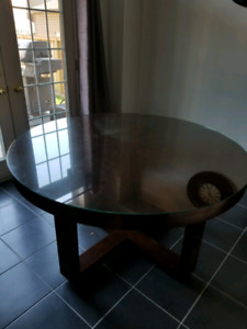Round table with separate glass top