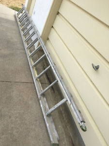 Extendible aluminum ladder