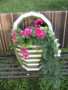 vase en bois et fleurs artificielles   5$