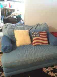 Blue Love Seat w Single Bed Pullout
