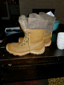 Pajar Celia boots new never used