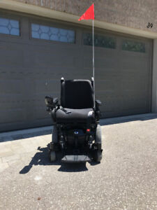 2017 Like New Quantum Q6 Edge Motorized Wheelchair