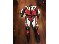 Dainese motorbike full leather 2 piece motorcycle suit (motorbike gear)
