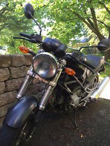 Beau Ducati Monster Noir mat