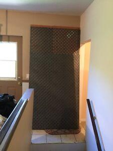 Treillis en PVC gris (2 panneaux )  ( Comparable 93$ )