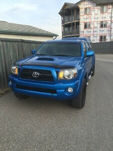 2011 Toyota Tacoma V6, lots of goodies, only 109,000 Kms