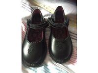 Girls kicker school shoe brand new