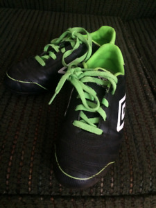 Size 3 Umbro soccer shoes