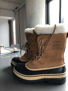 Like New Sorel Womens Caribou Boots in Buff Size 6.5