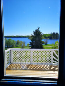 cottage/house over looking lake  905 358-7446 near moon beam