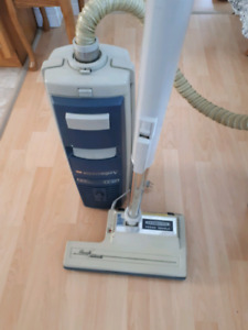 Electrolux canister style vacuum cleaner and holes and power noz