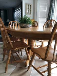 Solid Oak Table and 6 matching oak chairs
