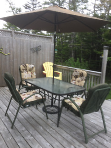 PATIO SET COMPLETE WITH 4 CUSHIONS UMBRELLA BASE NOT INCLUDED