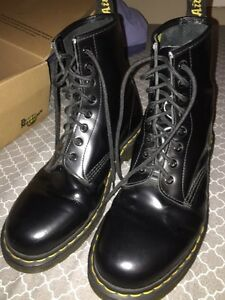 Dr Martens 8 hole smooth leather size 9 Peterborough Peterborough Area image 2