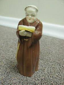 PORCELAN ROYAL WORCESTER FRIAR READING BOOK approx. 6 inches tal