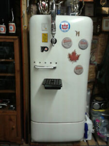 VINTAGE FRIDGE WITH DRAFT MACHINE
