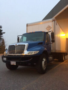2010 International 5 ton truck with 24ft box