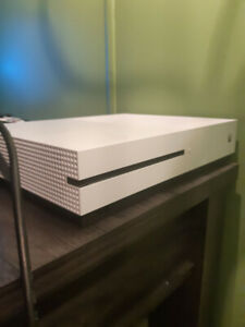 XBOX ONE S EDITION ( 1 TB Hardrive ) 3 Games Included