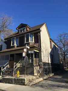 Newly Reno Leslieville Queen/Leslie 3 Beds/2 Baths Semi for Rent