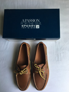 Sperry boat shoes new in box