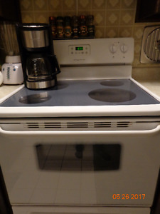 Stove - Electric Frigidaire